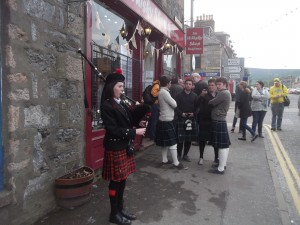 Piper at the gate of drams